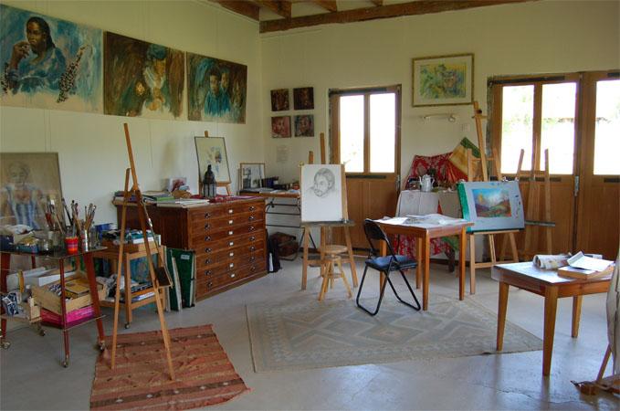 La maison des collines autour dauvergne evelyne for Atelier de la maison